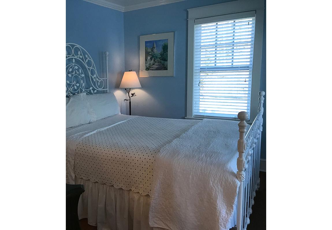 saur-bedroom-1-b