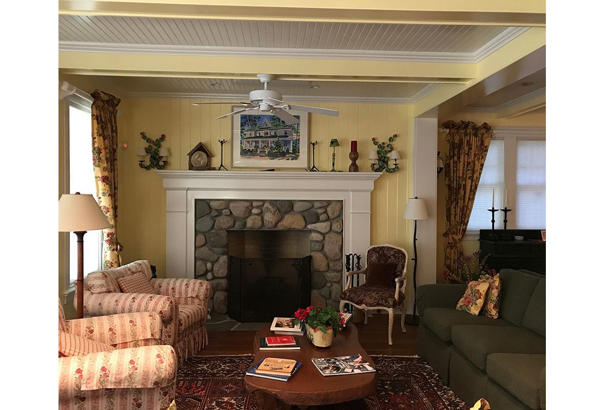 saur-living-room-1-b-2